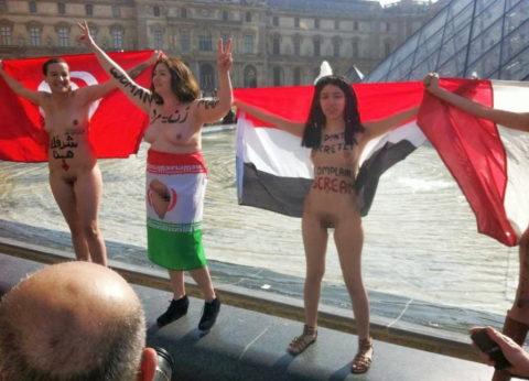 イスラム女子の全裸デモ。これ死刑じゃないの?エロいからいいの?(画像あり)・16枚目