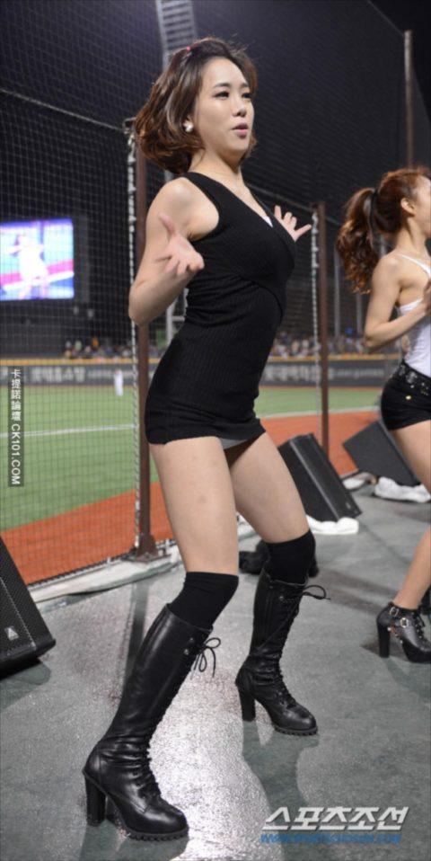 世界を魅了する韓国野球のエロカワチアリーダーが全身100点やったwwwwww(画像あり)・17枚目