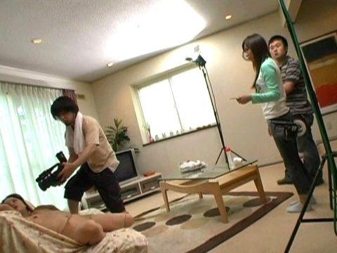 AVの撮影現場、思った以上にカメラマン近すぎて女の興奮ゼロやろwwwww(画像あり)・18枚目