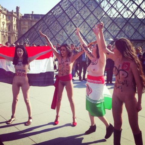 イスラム女子の全裸デモ。これ死刑じゃないの?エロいからいいの?(画像あり)・19枚目