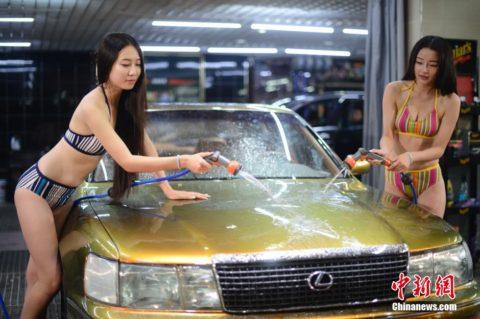 中国まんさん、欧米のマネをして「水着で洗車してみた!」がくっそエロかったwwwww(38枚)・20枚目