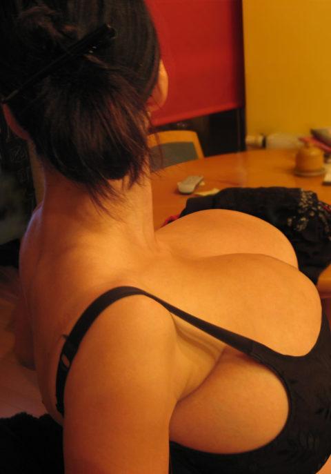 【超乳】もう人間じゃない…デカすぎるおっぱいの海外女さん。。(26枚)・20枚目