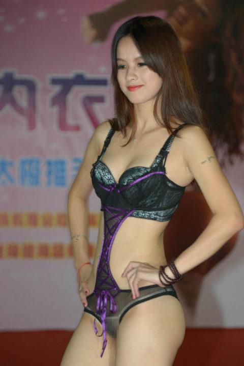 下着モデル女さん、ガッツリ透けててもお構いなしで撮影に挑むwwwwwww(37枚)・21枚目