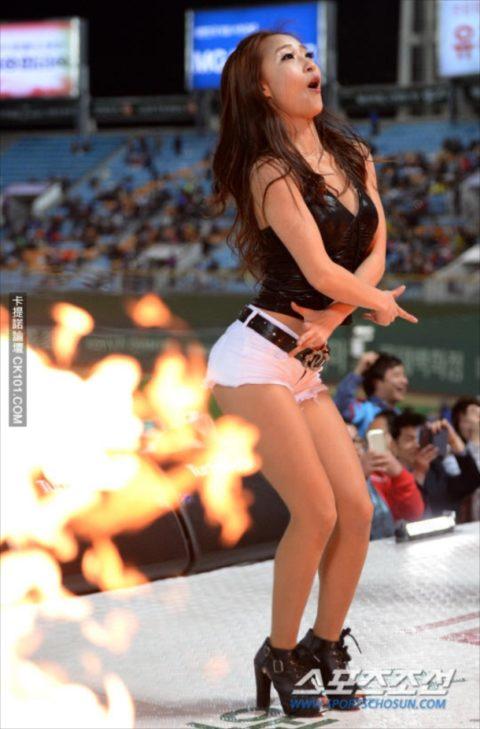 世界を魅了する韓国野球のエロカワチアリーダーが全身100点やったwwwwww(画像あり)・22枚目