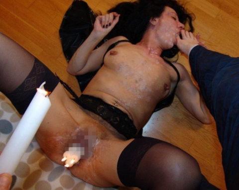蝋燭をアソコにぶっ刺して「ハッピバースデートゥーユー」してる女。。(画像あり)・22枚目