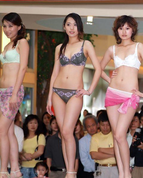 下着モデル女さん、ガッツリ透けててもお構いなしで撮影に挑むwwwwwww(37枚)・23枚目