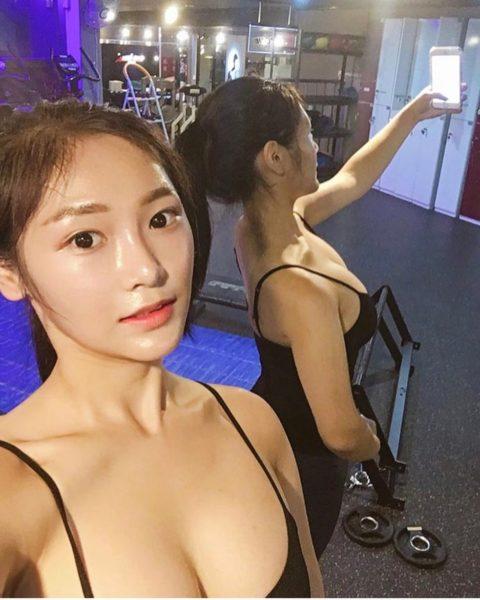 """【画像】SNSにうpする韓国のスポーツウェア女子の""""身体""""がこちら。・23枚目"""
