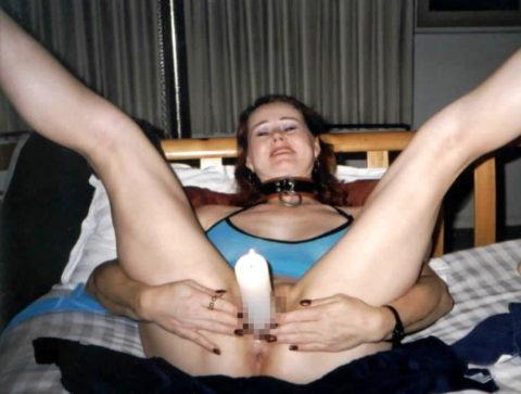 蝋燭をアソコにぶっ刺して「ハッピバースデートゥーユー」してる女。。(画像あり)・24枚目