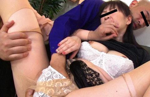 【レイプ】口を封じされ容赦なく犯される女さん、これは酷い・・・(エロ画像)・25枚目