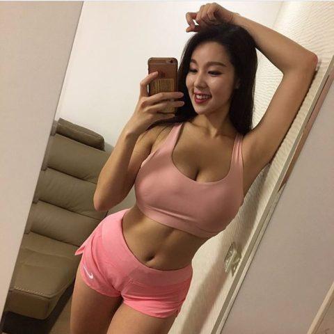 """【画像】SNSにうpする韓国のスポーツウェア女子の""""身体""""がこちら。・25枚目"""