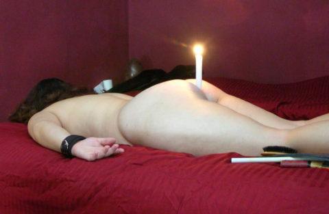 蝋燭をアソコにぶっ刺して「ハッピバースデートゥーユー」してる女。。(画像あり)・25枚目