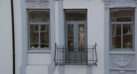 【盗撮エロ】海外の素人女さん、望遠カメラで窓を撮られ晒される。。(52枚)・26枚目