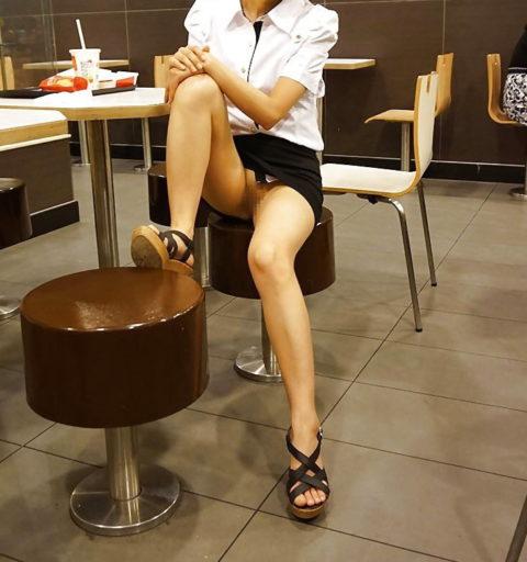 【ノーパン】スカートをたくし上げ時の男の反応が好きな変態女さんがやる事がコレ。(32枚)・28枚目