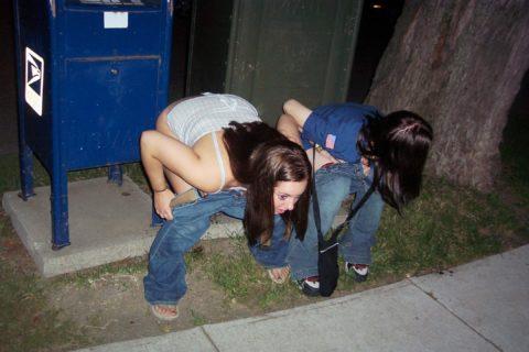 【素人】女の子同士の「連れション」男友達に撮影され晒される。。(画像あり)・34枚目