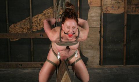 【調教】三角木馬で本気の拷問されてる女さんをご覧ください…これは痛すぎる(画像あり)・36枚目