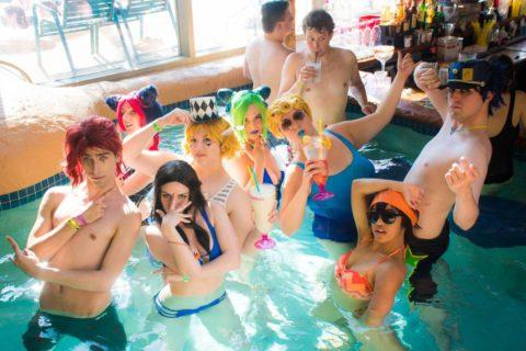 露出度高めのコスプレイヤーが集まる「リゾートプール」がコレ。マジで行きたいわwwwww・41枚目