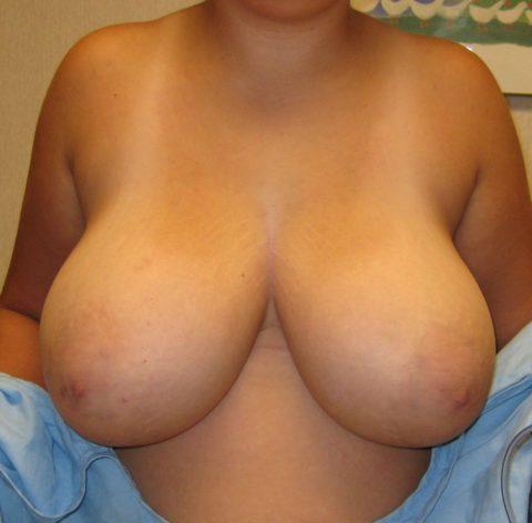 【超乳】もう人間じゃない…デカすぎるおっぱいの海外女さん。。(26枚)・5枚目