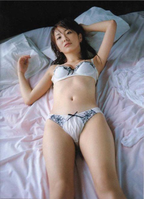 【女性芸能人】下着姿を披露して男性ファンを魅了する女さんがコチラ。(71枚)・50枚目