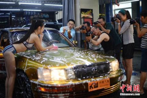 中国まんさん、欧米のマネをして「水着で洗車してみた!」がくっそエロかったwwwww(38枚)・6枚目