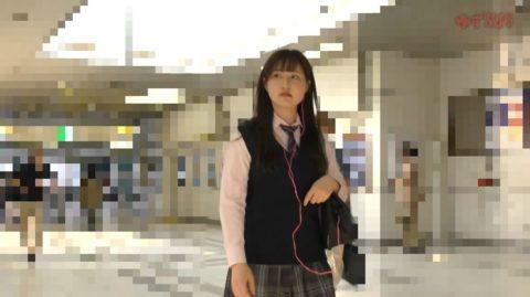 【犯罪注意】顔出しJKさん、電車で痴漢され映像を販売される・・・(動画)・10枚目