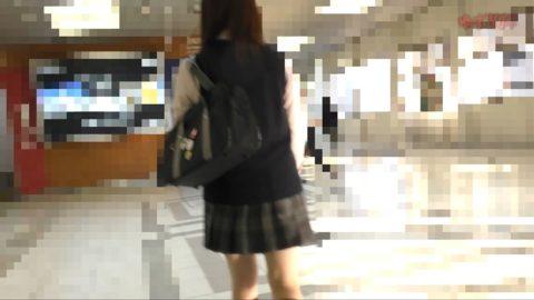 【犯罪注意】顔出しJKさん、電車で痴漢され映像を販売される・・・(動画)・9枚目