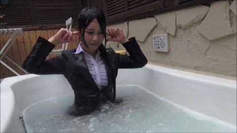 服を着たまま入浴する女さん、透け乳で逆に男を興奮させる・・・(画像あり)・7枚目