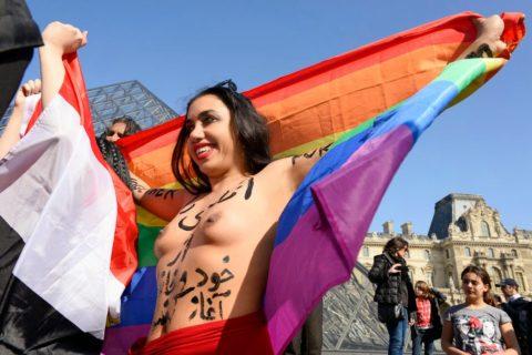 イスラム女子の全裸デモ。これ死刑じゃないの?エロいからいいの?(画像あり)・7枚目