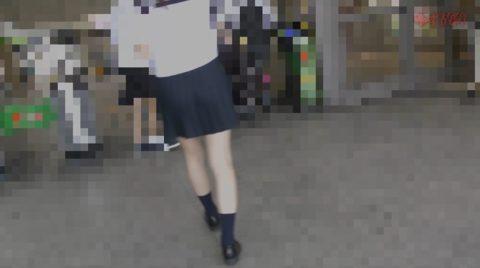 【衝撃】痴漢されたJKさん、まさかの中出しまでされた盗撮映像がコワイ。(動画)・2枚目