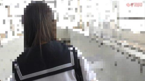 【衝撃】痴漢されたJKさん、まさかの中出しまでされた盗撮映像がコワイ。(動画)・8枚目