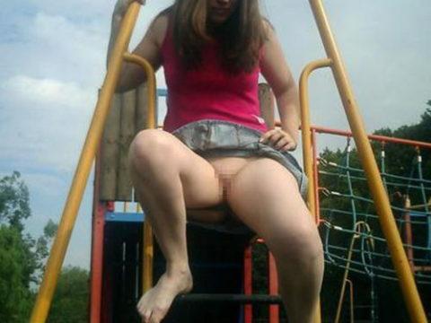 【変態魔】公園に出没する変態女が撮影される。子供いたらトラウマになるわwwwww(画像あり)