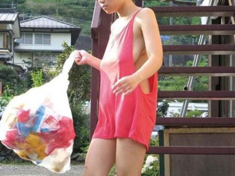 【エロ画像】朝のゴミ出しでノーブラの女が撮影される。朝から勃起不可避wwwww