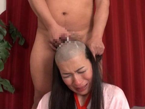 AV女優さんが丸坊主され頭にザーメンぶっかけられる…引退寸前はコレですwwww(画像あり)・1枚目