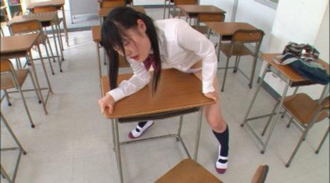 【JKエロ】性に目覚めた女子学生が教室で撮影されるwwwwww(画像あり)・1枚目