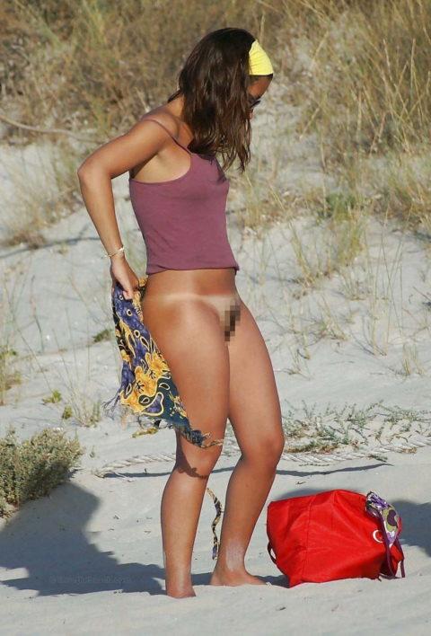【エロ画像】外で着替える女さん、しっかり盗撮され晒されるwwwwww・10枚目