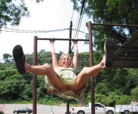【変態魔】公園に出没する変態女が撮影される。子供いたらトラウマになるわwwwww(画像あり)・13枚目