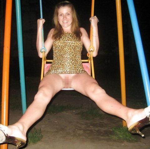 【変態魔】公園に出没する変態女が撮影される。子供いたらトラウマになるわwwwww(画像あり)・14枚目