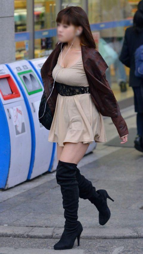 【着衣巨乳】街中で稀に見かける最強の巨乳女子たちを撮影した画像まとめ。(81枚)・64枚目