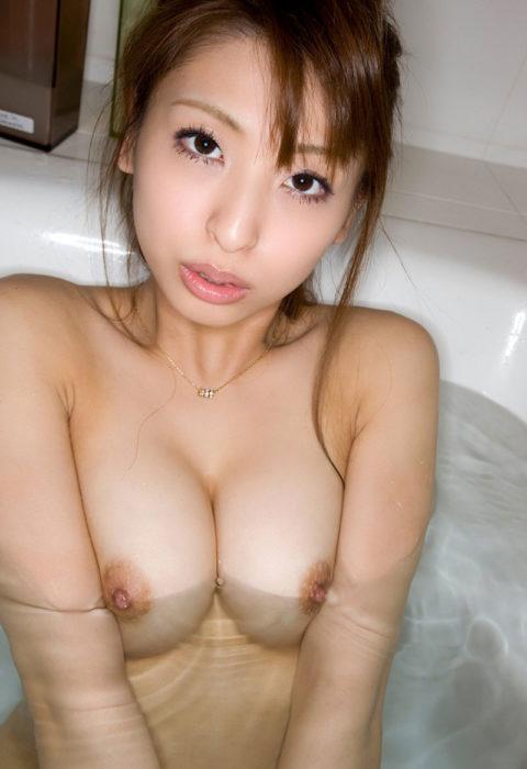 【おっぱい】湯船から乳房が ぷっかー って浮かんでる光景。勃起不可避wwwwww・14枚目