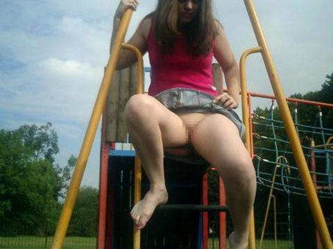 【変態魔】公園に出没する変態女が撮影される。子供いたらトラウマになるわwwwww(画像あり)・15枚目