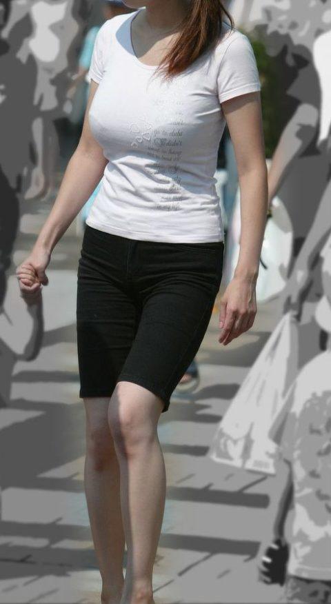 【着衣巨乳】街中で稀に見かける最強の巨乳女子たちを撮影した画像まとめ。(31枚)・15枚目