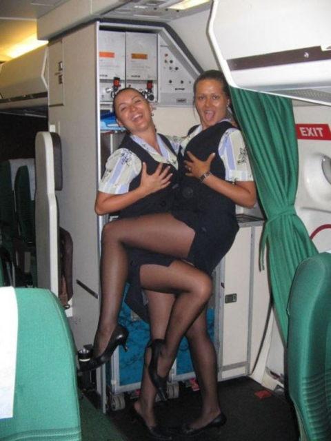 現役CAまんさん、搭乗前に悪ノリして撮影した写真。。ただのビッチで草wwwww(画像あり)・17枚目