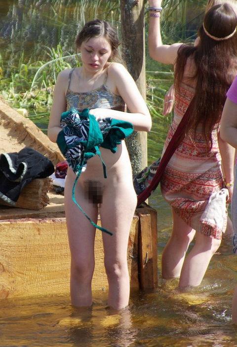 【エロ画像】外で着替える女さん、しっかり盗撮され晒されるwwwwww・18枚目