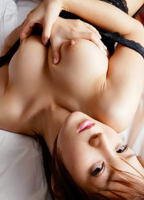 巨乳まんさん、おっぱい自慢する時の手法が8割コレだよな?wwwwww(26枚)・19枚目