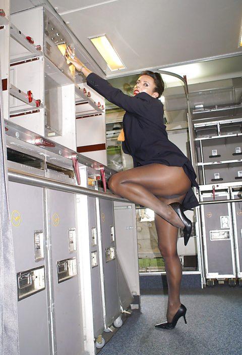 現役CAまんさん、搭乗前に悪ノリして撮影した写真。。ただのビッチで草wwwww(画像あり)・22枚目