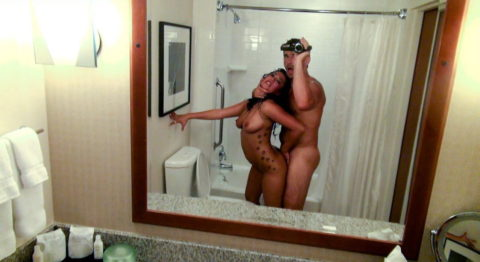 【流出画像】バカップルさん、過去に撮影した鏡越しのハメ撮りをバラ撒いてしまうwwwww・22枚目