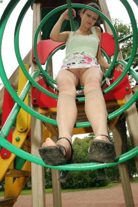 【変態魔】公園に出没する変態女が撮影される。子供いたらトラウマになるわwwwww(画像あり)・23枚目