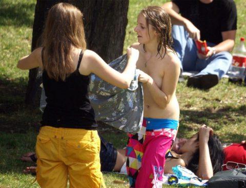 【エロ画像】外で着替える女さん、しっかり盗撮され晒されるwwwwww・23枚目