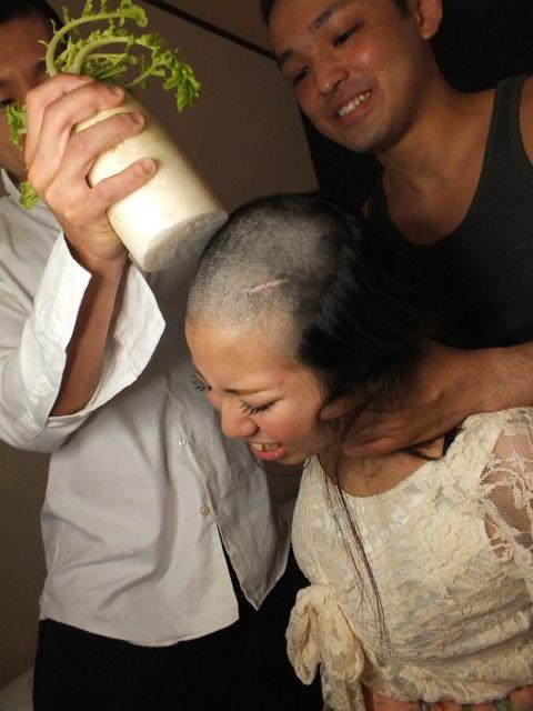 AV女優さんが丸坊主され頭にザーメンぶっかけられる…引退寸前はコレですwwww(画像あり)・24枚目