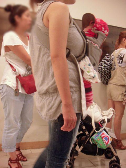 【着衣巨乳】街中で稀に見かける最強の巨乳女子たちを撮影した画像まとめ。(81枚)・78枚目