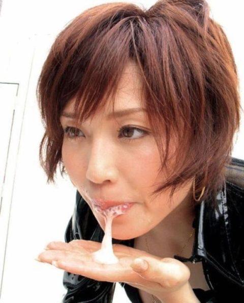 【エロ画像】口からザーメン出す時にコレする女、絶対プロやろ?wwwwwwwww(28枚)・6枚目